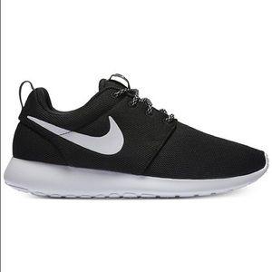 Nike women's roshe running shoes